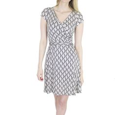 100% Silk Printed Fan Dress Stunning silk dress from Issa London, one of Kate Middleton's favorite designers. In like new condition with no flaws! Offers always welcome! Bundle 2 or more and save 15% on the total. Issa London Dresses Midi