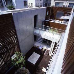 House of the Valley by Love the Life in Minato-ku Tokyo.   Love the Life の作品「谷の家」(2006)のページを更新。図面と設計データを追加しました。リンク先から「Works」をご覧下さい。