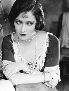 Hollywood Glamour, Golden Age Of Hollywood, Vintage Hollywood, Classic Hollywood, Hollywood Actresses, 20s Flapper, Side Part Hairstyles, Classic Actresses, Silent Film