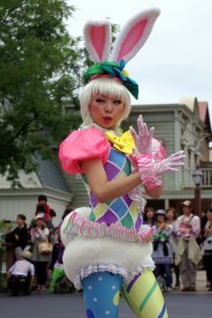 this face is too funny! Theme Park Outfits, Tokyo Disneysea, Cute Clown, Female Dancers, Tokyo Disney Resort, Pretty Cure, Festival Fashion, Disney Parks, Bunnies