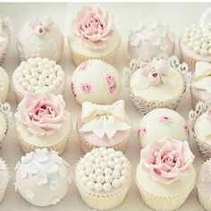 Beautiful #cupcakes by @cottonandcrumbs