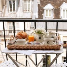 petit dejeuner on your balcony overlooking the paris rooftops Paris Balcony, French Balcony, Balcony Garden, Breakfast Time, Parisian Breakfast, Perfect Breakfast, European Breakfast, Breakfast Ideas, Paris Apartments