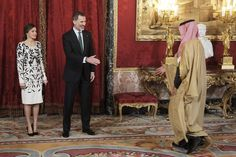 Queen Letizia of Spain Photos - King Felipe VI of Spain (C) and Queen Letizia of Spain (L) receive Crown Prince Mohammad bin Salman bin Abdulaziz Al Saud of Saudi Arabia (R) for an official lunch at the Royal Palace on April 12, 2018 in Madrid, Spain. - Spanish Royals Host An Official Lunch For Crown Prince of Saudi Arabia