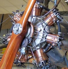 Radial Aircraft engine. At first glance this appears liquid cooled. Anyone know anything about it?