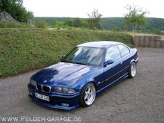 Avusblau BMW e36 coupé on cult classic and super rare OZ Mito II wheels