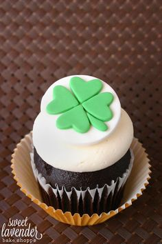 Edible Four Leaf Clover Cupcake Topper