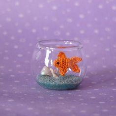 Micro Crochet and Amigurumi Crochet Patterns by MuffaMiniatures Crochet Fish, Crochet Bear, Love Crochet, Crochet Animals, Crochet Toys, Yarn Projects, Crochet Projects, Amigurumi Patterns, Crochet Patterns