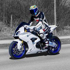 La imagen puede contener: moto y exterior Bike Bmw, Moto Bike, Bmw Motorcycles, Velentino Rossi, Suv Bmw, Cb 1000, Motorcycle Suit, Motorcycle Luggage, Bmw Sport