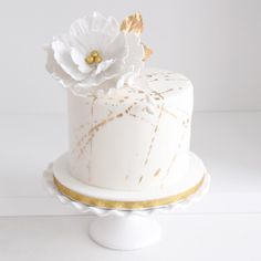 This little, pretty, golden cake for Kim& birthday! - This little, pretty, golden cake for Kim& birthday! Birthday Cake For Women Elegant, Elegant Birthday Cakes, 30 Birthday Cake, Beautiful Birthday Cakes, Birthday Cakes For Women, Elegant Cakes, Beautiful Cakes, Birthday Woman, Pretty Cakes