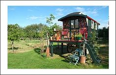 this gypsy wagon would be such a fun mini-studio.