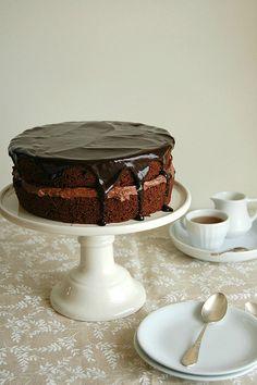Chocolate Victoria sponge cake / Bolo Victoria de chocolate by Patricia Scarpin, via Flickr