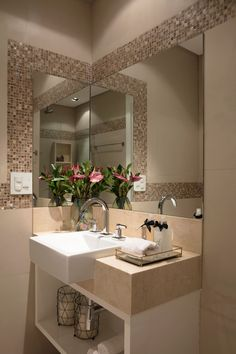 If you have a small bathroom in your home, don't be confuse to change to make it look larger. Not only small bathroom, but also the largest bathrooms have their problems and design flaws. Bathroom Design Small, Bathroom Interior Design, Bathroom Ideas, Bathroom Showers, Shower Ideas, Bathroom Remodeling, Budget Bathroom, Serene Bathroom, Shower Tips
