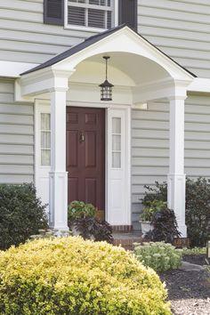 48 Cozy Front Porch Design And Decor Ideas That Looks Cool hauseingang 48 Cozy Front Porch Design And Decor Ideas That Looks Cool Front Porch Addition, Front Porch Design, Porch Designs, House With Porch, House Front, Portico Entry, Front Entry, Front Stoop, Front Door Porch
