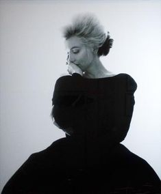 Photo for Daisy.. not exactly a wedding pic.. but.. this is from Danielle Steel's collection.. a pic of Marilyn during one or her last photo shoot.. isn't it nice?