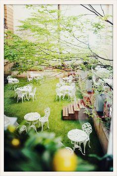 Les Climats - Sous le soleil exactement... Voici les nouveaux spots parisiens prolongés par de charmantes terrasses, encore confidentiels où à peine démasqués, pour un week-end le visage offert au dieu Râ, la tenue légère et le corps bien nourri.