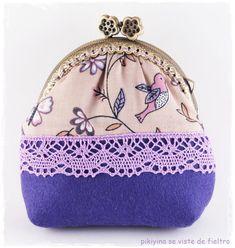 Monedero Little Birds por PikiyinaFieltro en Etsy, €15.50 / Little Birds Kisslock Purse / Metal frame purse