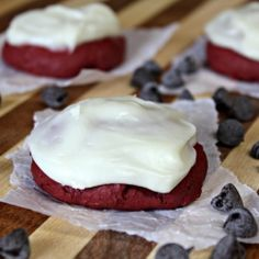 Red Velvet Cookies ~ Soft, chewy cookies with chocolate chips and topped with cream cheese frosting! via www.julieseatsandtreats.com