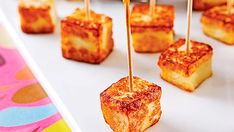 Grilled Cheese Bites – Cooking Recipes, Tips and Tricks – Canal Vi … - Recipes Easy & Healthy Easy Healthy Recipes, Diet Recipes, Easy Meals, Cooking Recipes, Grilled Recipes, Halloumi, Caramel Apples, Finger Foods, Food Hacks
