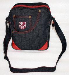 tas barcelona jeans. warna: hitam model: tas selempang/slingbag.  dimensi: tinggi 27 cm, panjang 21 cm, lebar 10 cm. logo: bordir komputer. kode barang: BARSLIDEN. harga: 85rb.  customer service: 081908730081 (SMS) 51971087 (BBM) 085736078627 (WA/LINE)