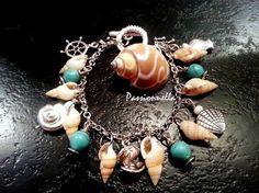 Bracelet breloques coquillages et turquoises par Passionnella