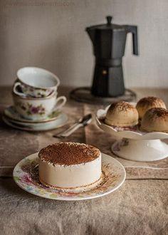 Receta de pastel helado o tarta helada de tiramisú, con bizcocho y helado de mascarpone y café
