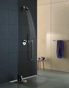 Het design van deze douche van Dornbracht kenmerkt zich door een consequente reductie van vormen en volume.