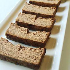 🙌😍🍫RICOTÓN SABOR ALFAJOR🍫😍🙌  Ideal para freezar en porciones y tener postre listo para cuando agarren las ganas de comer algo dulce.  🔸Necesitas (rinde 12 porciones):  🔸1 paquete de 500 grs de ricota magra.  🔸2 claras. 🔸2 y 1/2 cucharadas soperas de leche en polvo descremada (reemplazable por polvo protéico si no toleran la leche en polvo).🔸1 cucharada sopera de extracto de vainilla.  🔸3/4 cucharada sopera de edulcorante líquido (stevia/sucralosa) o 12 sobres del granulado…