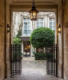 "It was one of Paris's best kept secrets the ""Pavillon de la Reine""...always a pleasure to discover this charming entrance in the heart of the Marais"