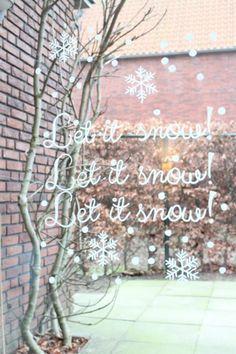 Wil jij ook een prachtige #kerst #raamtekening? Met een #kant-en-klaar #sjabloon maak je een mooie #krijtstift raamtekening in een #handomdraai. review door blog goodgirlscompany over webshop #krijtstifttekening
