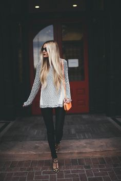 What to wear for a casual night out ? Try a textured sweater, skinny pants/jeans, leopard print flats back to core closet pieces like sunglasses , orange mini shoulder bag : Mode Outfits, Fall Outfits, Mode Style, Style Me, Barefoot Blonde, Vogue, Fashion Beauty, Womens Fashion, Autumn Winter Fashion