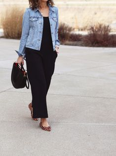 Weekend chic with comfy wide leg pants - Jeansjacke Outfit Wide Leg Pants Outfit Summer, Black Pants Outfit, Summer Pants Outfits, Denim Outfit, Wide Leg Black Pants, Wide Leg Denim, Black Outfits, Spring Outfits, Black Jeans