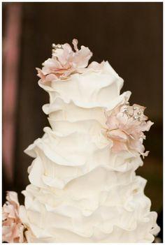 Ombre & Ruffle Wedding Cake Wonders - A stylish White Ruffle Wedding Cake with Flowers. My future wedding cake :) Pretty Cakes, Beautiful Cakes, Amazing Cakes, Simply Beautiful, Absolutely Gorgeous, Perfect Wedding, Our Wedding, Dream Wedding, Cake Wedding