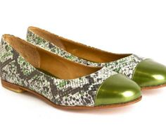 Cocó Boa Pattern Green - Leather handmade ballerinas. International shipping.
