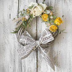 Roses, wreath, newspaper KvetinovyObchodik / Veniec celoročný Novinová mašľa Grapevine Wreath, Grape Vines, Newspaper, Ale, Roses, Wreaths, Home Decor, Decoration Home, Journaling File System