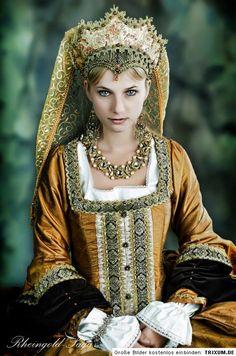 Renaissance French Hood | Nehmen Sie mich auf jeden Fall in Ihre Favoriten – wird in einem ...