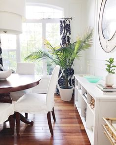 Feature Friday: Jane At Home - Southern Hospitality Coastal Style, Decor, Summer Home Decor, Beautiful Dining Rooms, Blue Curtains Living Room, Interior, Beautiful Dining Room Decor, Dining Room Decor, Home Decor