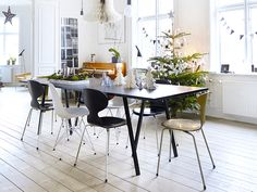 Above the table from Hay and chairs by Arne Jacobsen from Fritz Hansen and Eames pair from Vitra, hangs an oversized Christmas bell paper. Personlig julepynt i klassisk leilighet | Bo-bedre.no Photo: Birgitta Wolfgang Drejer / Sisters Agency