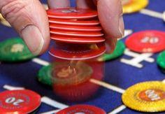 Die Spielsucht ist in Bezug auf das Glücksspiel auch heute noch ein brisantes Thema. Heute haben sich die Gesetze sowie die Betreiber von Glücksspieleinrichtungen mehr und mehr dem Spielerschutz verschrieben. Dies liegt nicht zuletzt auch an der immer strenger regulierten Gesetzgebung, durch die vor allem Kinder und Jugendliche vor den Fängen der Spielsucht geschützt werden sollen.