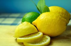 Make it a habit to drink lemon juice on a daily basis in order to detox your system, purify blood, reduce the risk of kidney and gallstones and fight infections. Lemon Juice For Skin, Lemon Juice Benefits, Fresh Lemon Juice, Essential Oil On Feet, Essential Oils, Meyer Lemon Recipes, Citrus Recipes, Bad Breath Remedy, Lemon Uses