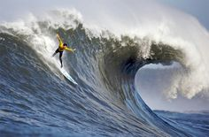 Mavericks, California to see world class athletes surf the extreme waves No Wave, Big Waves, Ocean Waves, Short Waves, Mavericks California, Sri Lanka, Upside Down Pictures, Jorge Paulo Lemann, Thailand Beach