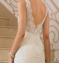 Love the lines on this dress!!