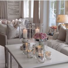 Perfect balance of girly chic and grownish vibes Source by msmaiken Home Living Room, Interior Design Living Room, Living Room Designs, Living Room Decor, Living Spaces, Living Room Inspiration, Home Decor Inspiration, Style Deco, Deco Table