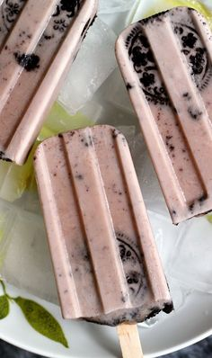 These mocha cookies and cream popsicles are an adult twist on cookies and milk! The perfect after work snack for the 18 and older set.