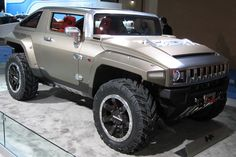 The Hummer HX is a two-door off-road concept compact SUV that was revealed at the 2008 North American International Auto Show by General Motors. Hummer H3 Lifted, New Hummer, Hummer Truck, Hummer Cars, General Motors, Jeep Wrangler, Carros Suv, Space Car, Buying New Car