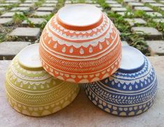 Ceramic Decor, Ceramic Bowls, Ceramic Pottery, Pottery Art, Clay Center, Vases, Sgraffito, Pottery Designs, Wood Turning