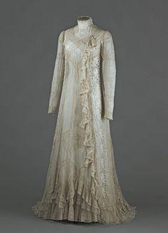 Tea gown (image 1) | France | 1898 | cotton voile, lace | Palais Galliera, musée de la Mode de la Ville de Paris | Musuem #: GAL1957.77.1