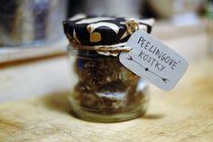 last-minute tip na vánoční diy - peelingové kostky s kávou, kokosem a vanilkou Consumerism, Plant Based Recipes, Slow Fashion, Dog Tag Necklace, Wedding Rings, Engagement Rings, Jewelry, Diy, Beauty