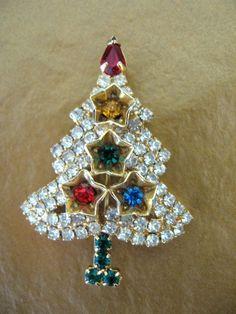 Sale Vintage Rhinestone Christmas Tree Brooch by jwvintagejewelry