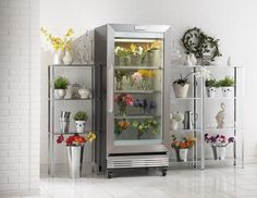 Did you know that if you put your flowers in the fridge they will last longer? Store them overnight and take them out new and fresh in the morning!