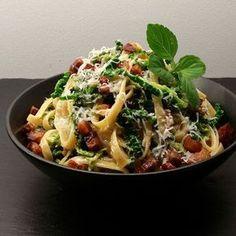 Savojkål i fløde med pasta og bacon Pork Recipes, Healthy Recipes, Bacon, Dinner Is Served, Easy Cooking, Food Inspiration, Meal Planning, Food Porn, Dinner Recipes